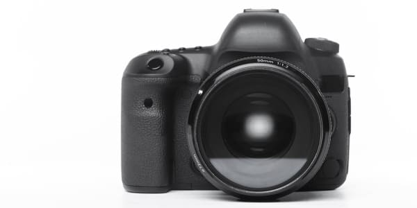 difference between a digital camera and a SLR